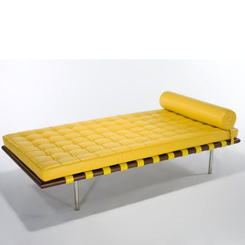 Barcelona day bed design mies van der rohe for Chaise longue day bed